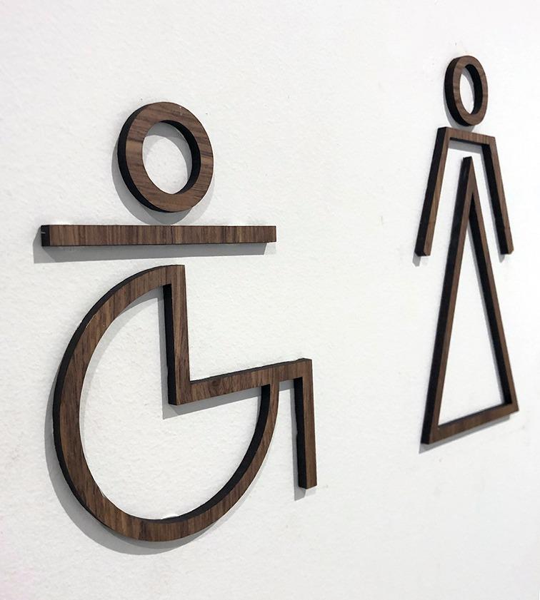 símbolos en madera para baños